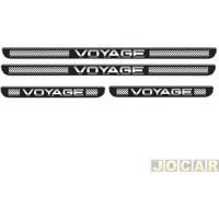 Aplique Da Soleira - Emblemax - Voyage 2008 Em Diante - Resinado - 4 Portas - Auto Colante - Preto E Cromado - Jogo - Sol013