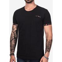 Camiseta Preta Detalhe Floral 101729