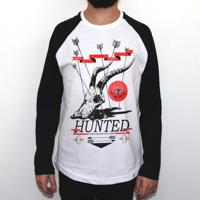 Hunted - Camiseta Raglan Manga Longa Masculina