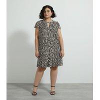 Vestido Com Fivela No Decote Curve E Plus Size Marrom