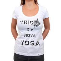 Tricô É A Nova Yoga - Camiseta Clássica Feminina