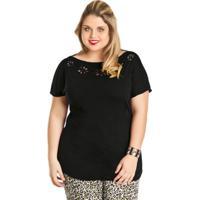 Blusa Preta Com Detalhes No Decote Plus Size
