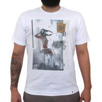 Intervenção B - Camiseta Clássica Masculina