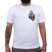 Coração Ocupado - Camiseta Clássica Masculina